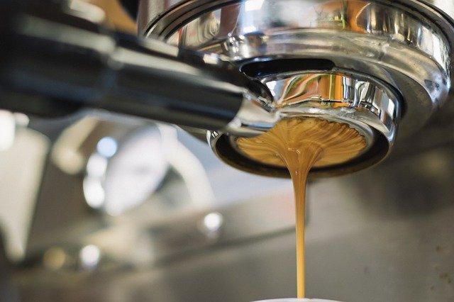 Zalety ciśnieniowego ekspresu do kawy